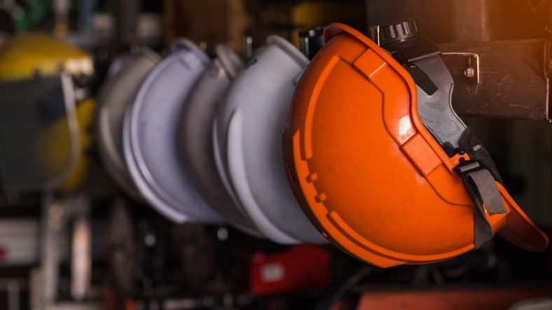 Hard helmets that workers use to comply with ISO 45001 2018
