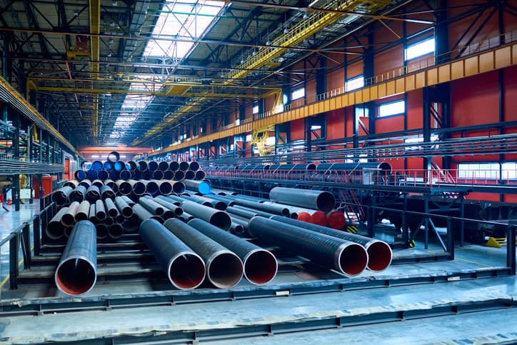 Seamless steel pipes that follow ASTM A106-19.