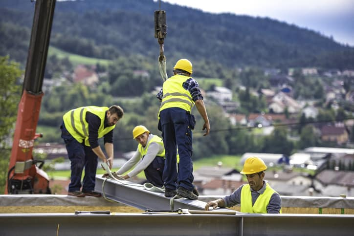 Construction workers following ANSI/ISEA 121-2018